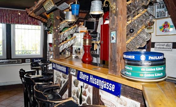 Urige Atmosphäre an der Bar